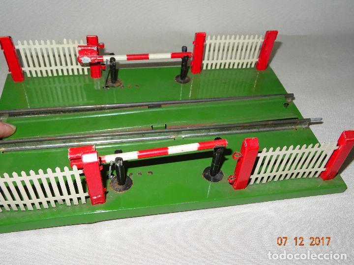 Trenes Escala: Antiguo Paso a Nivel con Barreras para Trenes en Escala *0* de Juguetes RICO - Foto 5 - 105576223