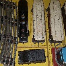 Trenes Escala: CAJA DE PAYA COMPLETA MAQUINA Y VAGONES DE LOS AÑO1940 FUCIONANDO. Lote 130418266