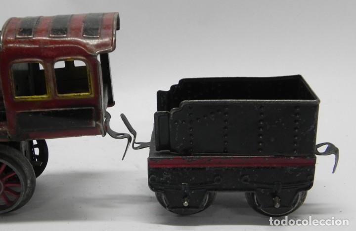 Trenes Escala: Antigua Locomotora a Cuerda en Hojalata Litografiada de Juguetes PAYÁ, IBI, Años 30. La cuerda funci - Foto 3 - 133816522