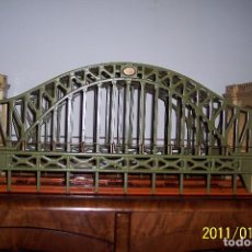 Trenes Escala: MAGNIFICO PUENTE ESC. 0 Y STAND. 300 HELL GATE BRIDGE DE LIONEL. Lote 139875342