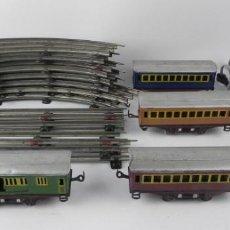 Trenes Escala: 4 VAGONES DE TREN, FABRICADOS POR PAYA. TREN ESCALA 0, CON 8 VIAS CURVAS Y 4 RECTAS + TRASFORMADOR, . Lote 155920834