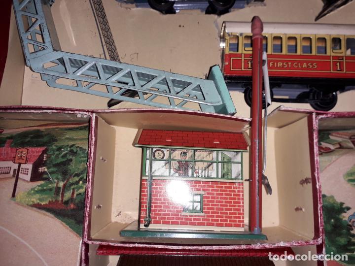 Trenes Escala: TREN BRIMTOY MADE IN ENGLAND 1930, TREN ANTIGUO, TREN A CUERDA,JUGUETE ANTIGUO - Foto 19 - 158913982