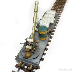 Trenes Escala: COMPOSICIÓN VAGÓN GRÚA Y BORDES BAJOS CON CARGA. TREN JOSFEL ESCALA 0.. Lote 175442359