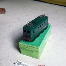 Trenes Escala: LOCOMOTORA HORNBY BB 8051 EN ESCALA 0. AÑOS 50 COMPATIBLE CON PAYA. Lote 178919041