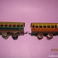 Trenes Escala: ANTIGUA PAREJA DE COCHES DE VIAJEROS EN HOJALATA LITOGRAFIADA ESCALA *0* DE PAYÁ. Lote 184381741