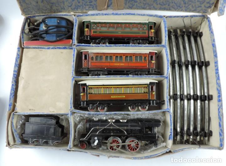 Trenes Escala: CAJA COMPLETA CON TREN ELECTRICO DE PAYA, LOCOMOTORA REF. 987 ESCALA 0, CON TRES VAGONES DE PASAJERO - Foto 2 - 187588446