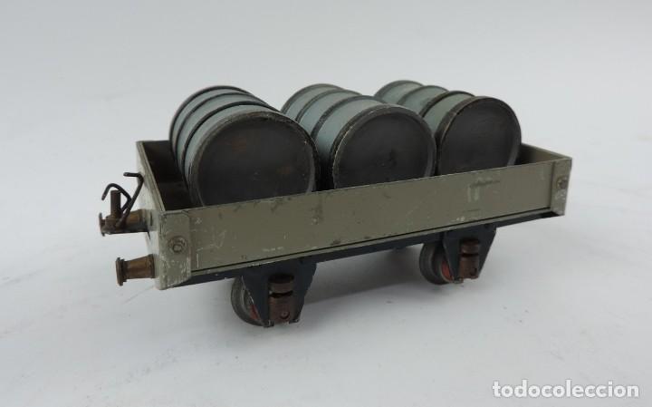 Trenes Escala: Vagón mercancías Josfel plataforma con tres bidones Escala 0 años 40. Con suspensión en topes y bogg - Foto 2 - 187958592