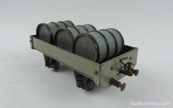Trenes Escala: Vagón mercancías Josfel plataforma con tres bidones Escala 0 años 40. Con suspensión en topes y bogg - Foto 3 - 187958592