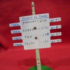 Trenes Escala: ANTIGUA SEÑAL - HORARIO DE TRENES - DE PAYA - AÑOS 40/50 -. Lote 190874568