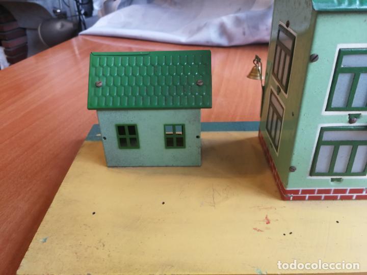 Trenes Escala: ESTACION HOJALATA PAYA, REF. 1261,TREN TRENES 0 CON LUZ ELECTRICA BASE DE MADERA AÑOS 50 - Foto 6 - 192557281