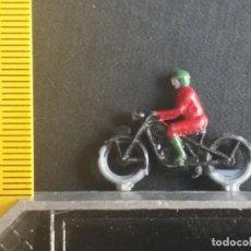 Trenes Escala: MOTO MOTORISTA MAQUETA TRENES ESC. 0, MANAMO BARCELONA PAYA, JOS-FEL. BELENES BELEN DIORAMAS AÑOS 60. Lote 205733266