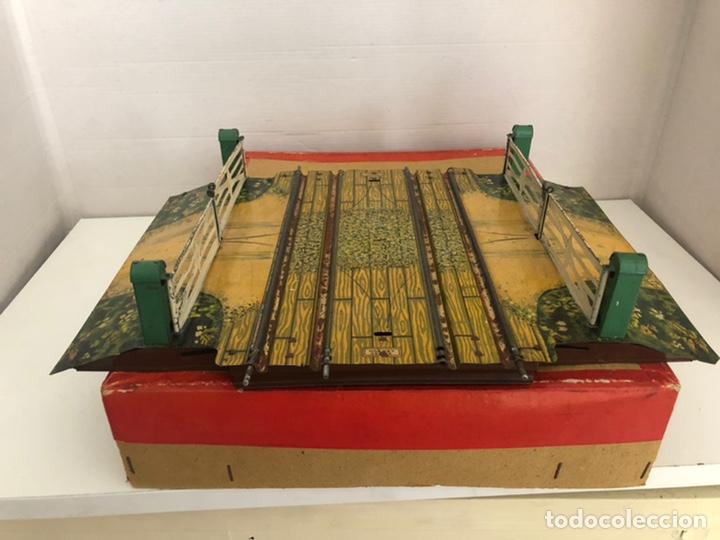 PASO A NIVEL DOBLE DE HORNBY CON DIORAMA Y CAJA (Juguetes - Trenes Escala 0)