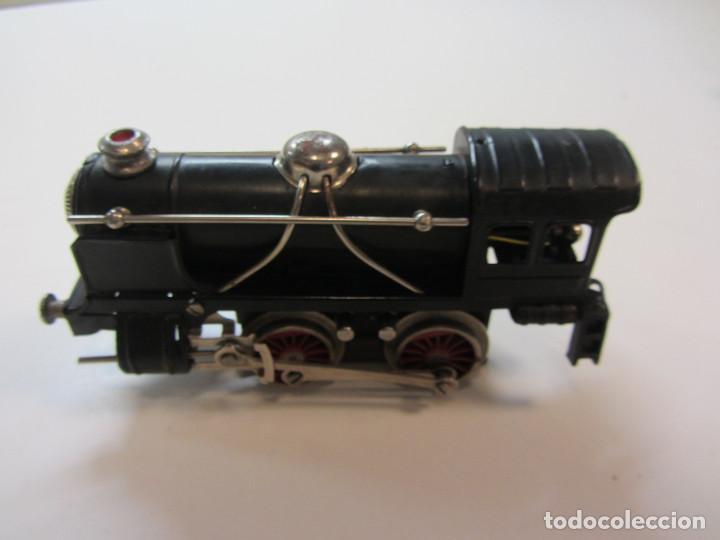 Trenes Escala: Tren eléctrico Payá. Años 40 aprox. En caja original. Locomotora y 4 vagones. No probado 125v. - Foto 4 - 251035665