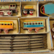 Trenes Escala: TREN PAYA 984 ESCALA 0 EN SU CAJA. LOCOMOTORA VERDE. FUNCIONA. Lote 230259395
