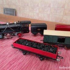 Trenes Escala: ANTIGUA LOCOMOTORA, TENDER CARBONERA Y VAGONES RICO. Lote 243406120