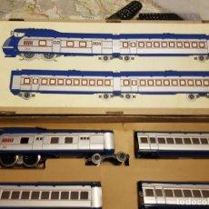 Trenes Escala: AUTOMOTOR 1002 VENTANAS DE CRISTALTREN DE PAYA NUEVO EN SU CAJA ESCALA 0. Lote 257592005