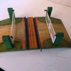 Trenes Escala: PASO A NIVEL DE HORNBY ESCALA 0 MECANICA. Lote 270970918