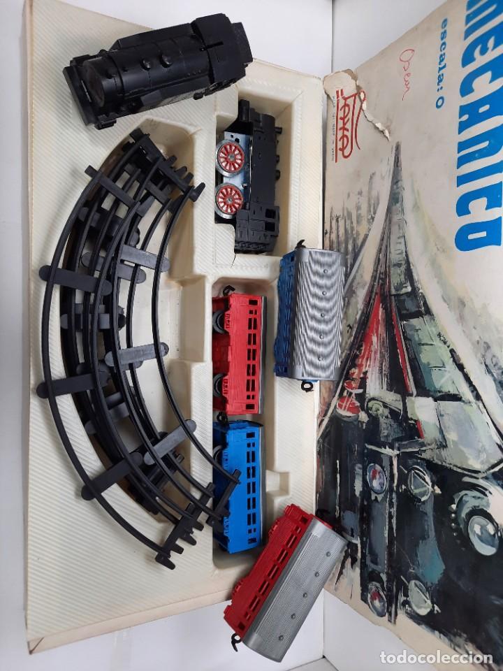 Trenes Escala: PAYÁ TREN FERROCARRIL MECANICO ESCALA 0 CON 2 LOCOMOTORAS Y 4 VAGONES PAYA - Foto 12 - 288886788