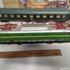 Trenes Escala: LOCOMOTORA Y DOS VAGONES LIMA DE 0 TRANSFORMADOS CON MOTOR DE PAYA. Lote 296955118