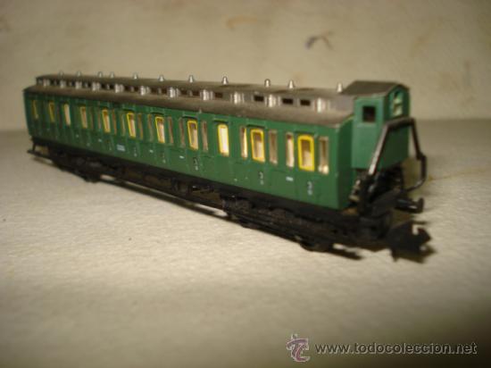 Trenes Escala: Coche Viajeros a Compartimentos 3ª Clase y Garita de la KPEV en Escala *N* 1/160 de ARNOLD.Año 1980s - Foto 4 - 37127009