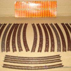 Comboios Escala: CAJA CON 17 TRAMOS DE 224 MM. Y 3 TRAMOS DE 210 MM. EN ESCALA *N* DE ARNOLD . AÑO 1980S. Lote 37244586