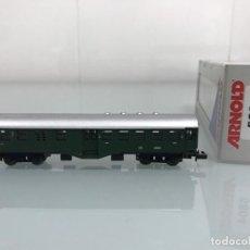 Trenes Escala: TREN, ARNOLD 5804, COCHE DE BOGIES VERDE, 2ª CLASE DB 9811. Lote 143055690