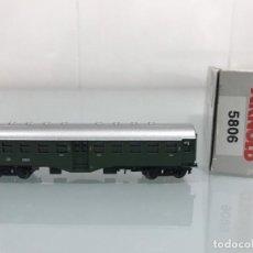 Trenes Escala: TREN, ARNOLD 5806, COCHE DE BOGIES VERDE, 2ª CLASE DB 84006. Lote 143055870
