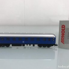 Trenes Escala: TREN, ARNOLD 5809, COCHE DE BOGIES , 1ªª CLASE DB AZUL. Lote 143056326