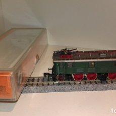 Trenes Escala: ARNOLD N LOCOMOTORA E 16 REF 2450 (CON COMPRA DE 5 LOTES O MAS, ENVÍO GRATIS). Lote 173588904