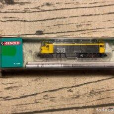 Trenes Escala: LOCOMOTORA ARNOLD HN2250 RENFE 318 TAXI. Lote 213870751