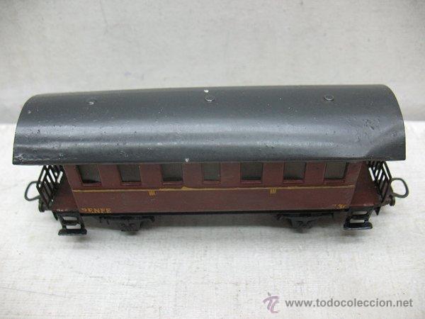 Trenes Escala: Electrotren Renfe - Antiguo coche de chapa de pasajeros III 1ª época - Escala H0 - Foto 2 - 43874388