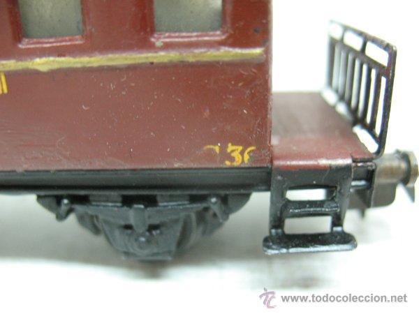 Trenes Escala: Electrotren Renfe - Antiguo coche de chapa de pasajeros III 1ª época - Escala H0 - Foto 4 - 43874388
