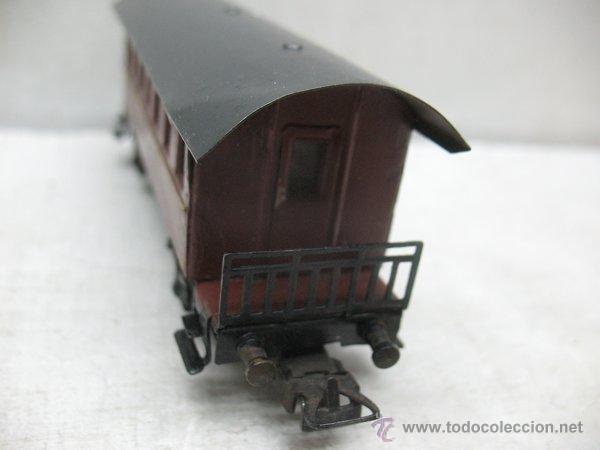 Trenes Escala: Electrotren Renfe - Antiguo coche de chapa de pasajeros III 1ª época - Escala H0 - Foto 5 - 43874388
