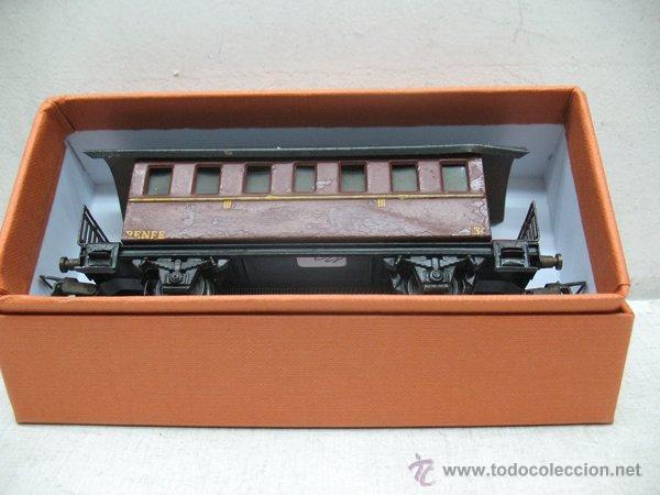 Trenes Escala: Electrotren Renfe - Antiguo coche de chapa de pasajeros III 1ª época - Escala H0 - Foto 7 - 43874388
