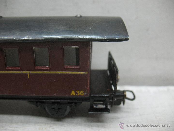 Trenes Escala: Electrotren Renfe - Antiguo coche de chapa de pasajeros III A 36 1ª época - Escala H0 - Foto 3 - 43875100