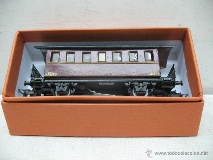 Trenes Escala: Electrotren Renfe - Antiguo coche de chapa de pasajeros III A 36 1ª época - Escala H0 - Foto 7 - 43875100