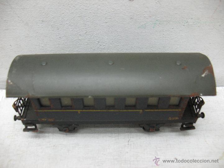 Trenes Escala: Electrotren Renfe - Antiguo coche de chapa de pasajeros III 1ª época - Escala H0 - Foto 2 - 43875234