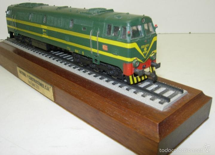 Trenes Escala: ELECTROTREN LOCOMOTORA 333 DECORATIVA CON PEANA RENFE PISAPAPELES DIRECTIVOS EMPRESA MACOSA - Foto 2 - 165221937