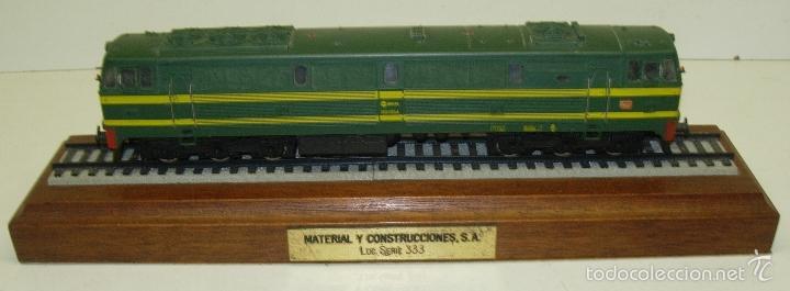 Trenes Escala: ELECTROTREN LOCOMOTORA 333 DECORATIVA CON PEANA RENFE PISAPAPELES DIRECTIVOS EMPRESA MACOSA - Foto 3 - 165221937