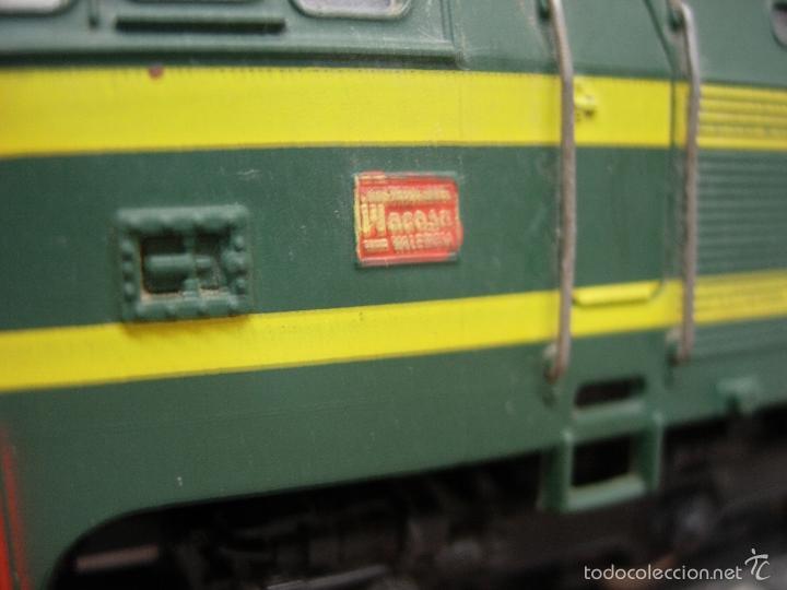 Trenes Escala: ELECTROTREN LOCOMOTORA 333 DECORATIVA CON PEANA RENFE PISAPAPELES DIRECTIVOS EMPRESA MACOSA - Foto 4 - 165221937