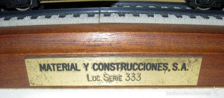 Trenes Escala: ELECTROTREN LOCOMOTORA 333 DECORATIVA CON PEANA RENFE PISAPAPELES DIRECTIVOS EMPRESA MACOSA - Foto 5 - 165221937