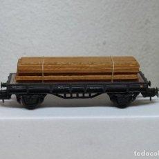 Trenes Escala: ELECTROTREN H0 VAGÓN PLATAFORMA RENFE, CARGADO CON MADERAS, REFERENCIA 1000/8. Lote 122011275