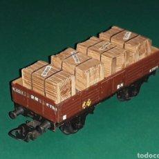 Trenes Escala: VAGÓN BORDE BAJO CON CARGA CAJAS MADERA REF. 801-5, *METÁLICO*, ELECTROTREN H0, ORIGINAL AÑOS 50.. Lote 125348799