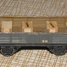 Trenes Escala: VAGÓN CON GARITA ELECTROTREN RENFE BORDE BAJO METÁLICO AÑOS 50 CON CARGA VER FOTOS. LE FALTA ALGO D. Lote 128486499