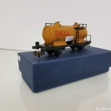 Trenes Escala: RENFE ELECTROTREN ANTIGUO ESCALA H0 VAGON CISTERNA SHELL DE 13 CM. Lote 142157350