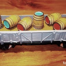 Trenes Escala: VAGÓN DE TREN GRIS CON BARRILES. ELECTROTRÉN H0. SIN CAJA. Lote 145046354