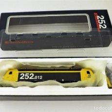 Trenes Escala: ELECTROTREN 2501 RENFE LOCOMOTORA 252-012 MERCANCÍAS DIGITAL- ALTERNA. Lote 175968733