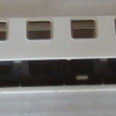 Trenes Escala: CARCASA VAGON PASAJEROS RENFE BLANCO SERIE 8000 CON CRISTALES. Lote 205763855