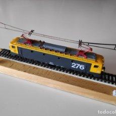 Trenes Escala: PEANA EXPOSITORA DE LOCOMOTORA RENFE 276-125-2. Lote 182849211
