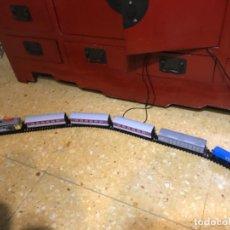 Trenes Escala: TREN ELECTRICO RENFE LOCOMOTORA 269 -05 MAS 6 VAGONES Y VIAS FUNCIONANDO PERFECTO. Lote 182911363